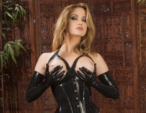 content/Latex-Goddess/4.jpg